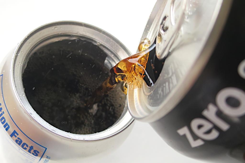 ライターだけで空き缶をグラスに変える必殺技!