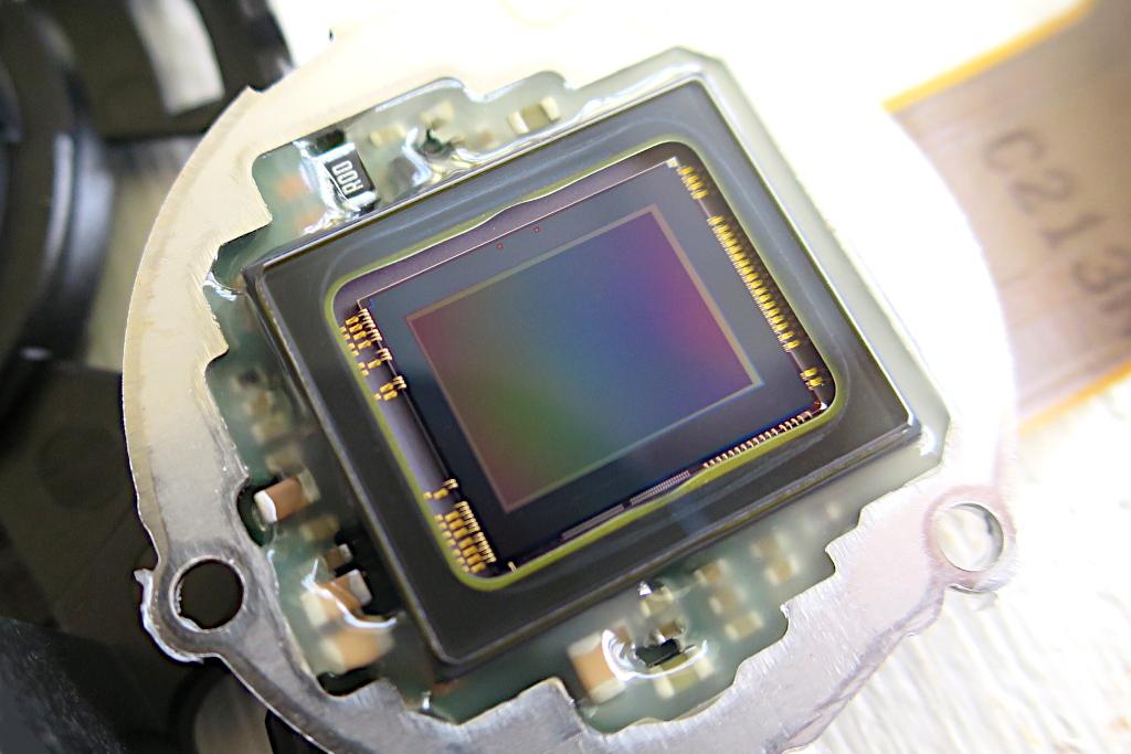 カメラの心臓部【CMOSイメージセンサー】とはいったい何?